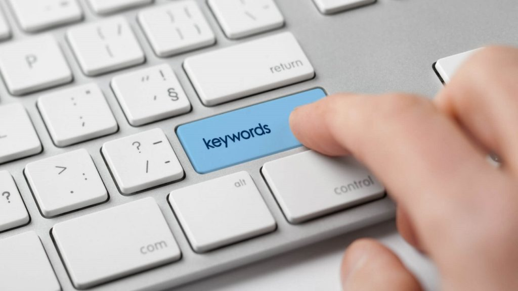 teclado con palabra keywords en la tecla intro