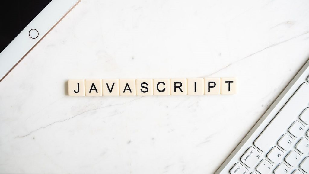 teclas de scrabble formando la palabra JavaScript