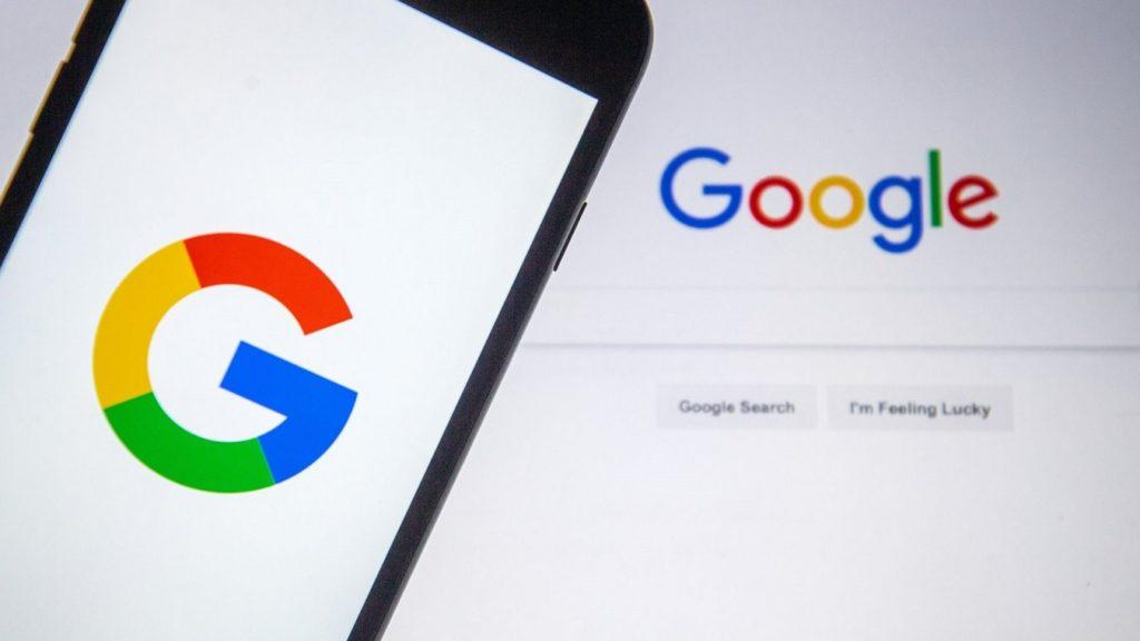 movil y ordenador con el buscador Google